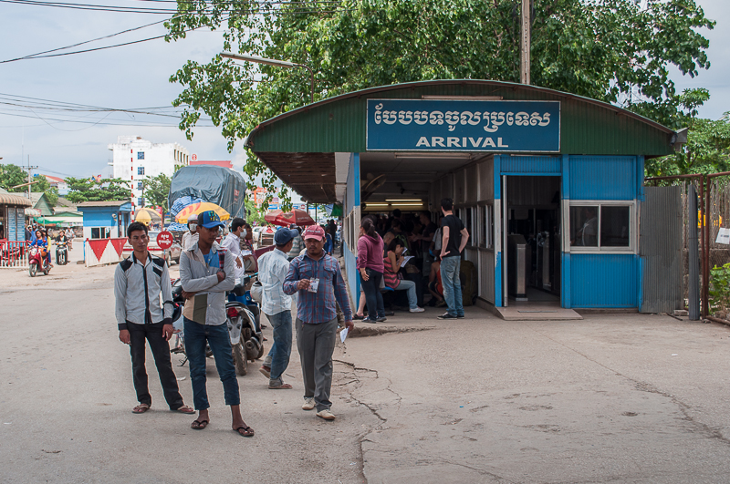 Cambodian immigration in Poipet