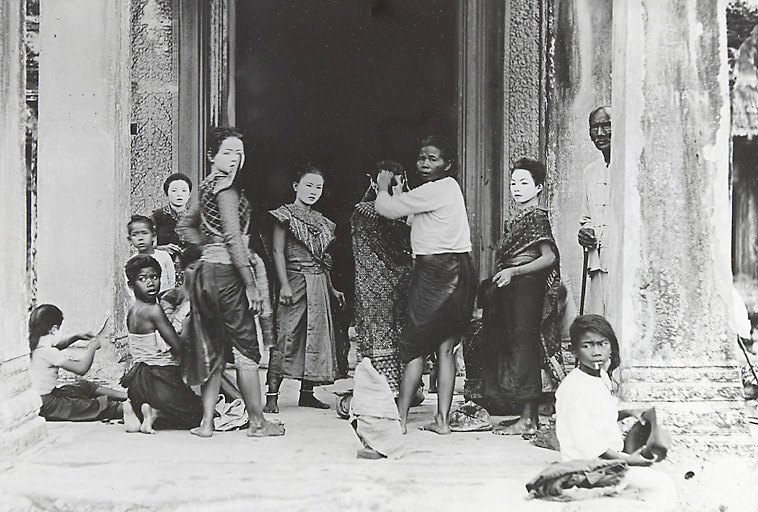 Historic picture of Apsara dancer