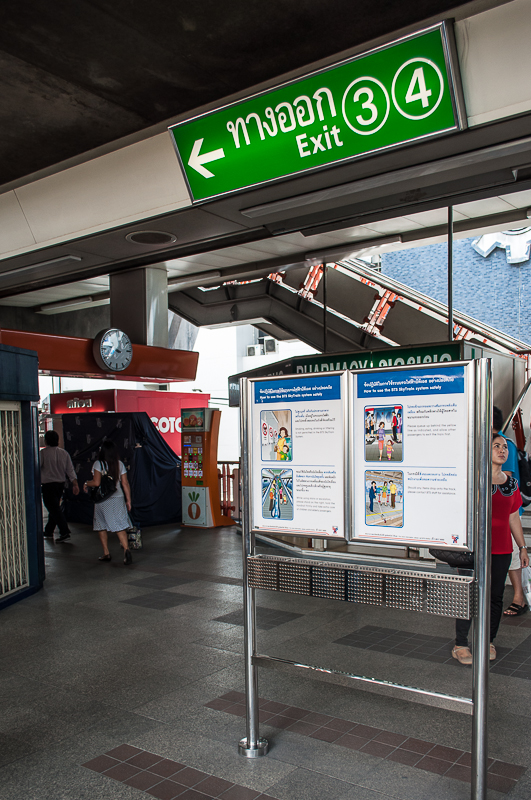 BTS skytrain - exit to victory monument