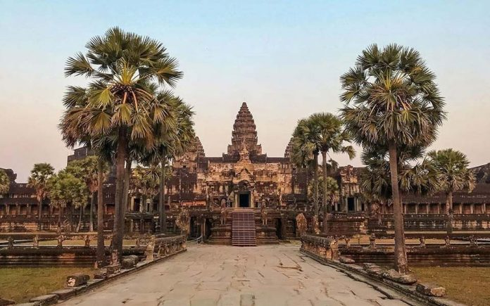 Angkor Wat by @joeyzunn (Instagram)